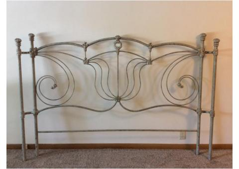 Pristine Condition Wesley Allen Rod Iron Chelsea Style King Bed Frame